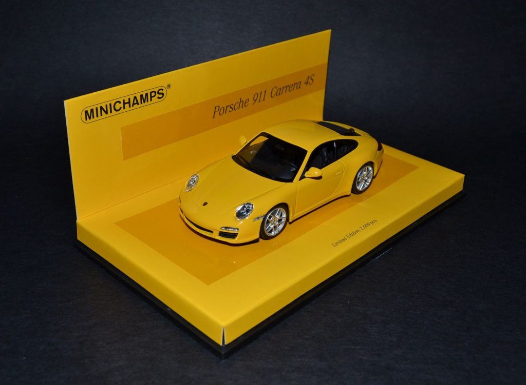 Minichamps Porsche 911Carrera 4S 997 Linea Giallo_4x