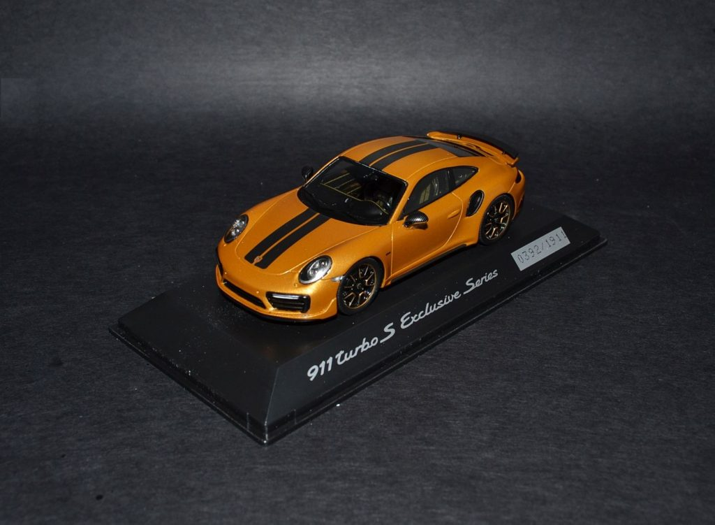 Spark Porsche 911 991 Turbo S Exclusive Series gold_4